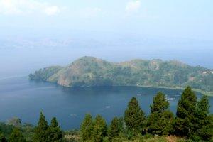 Lac Toba sur l'ile de sumatra