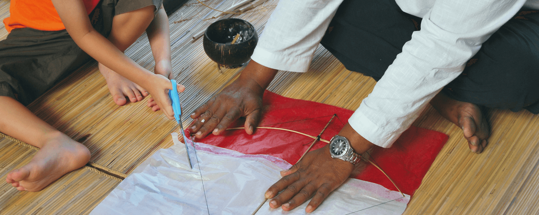 La fabrication de cerf volant a Bali