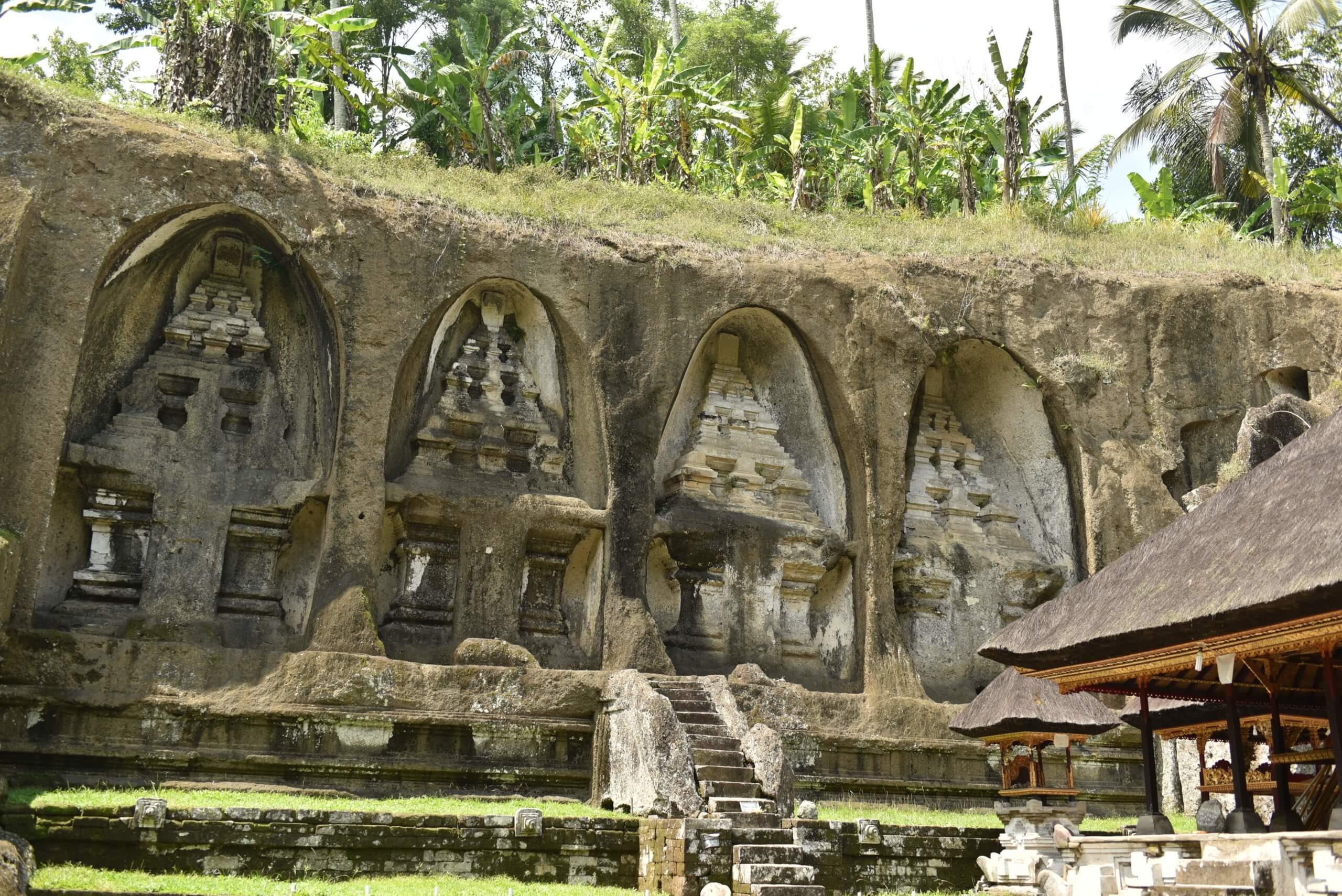 Sculpture taillée dans la roche au temple de Gunung Kawi