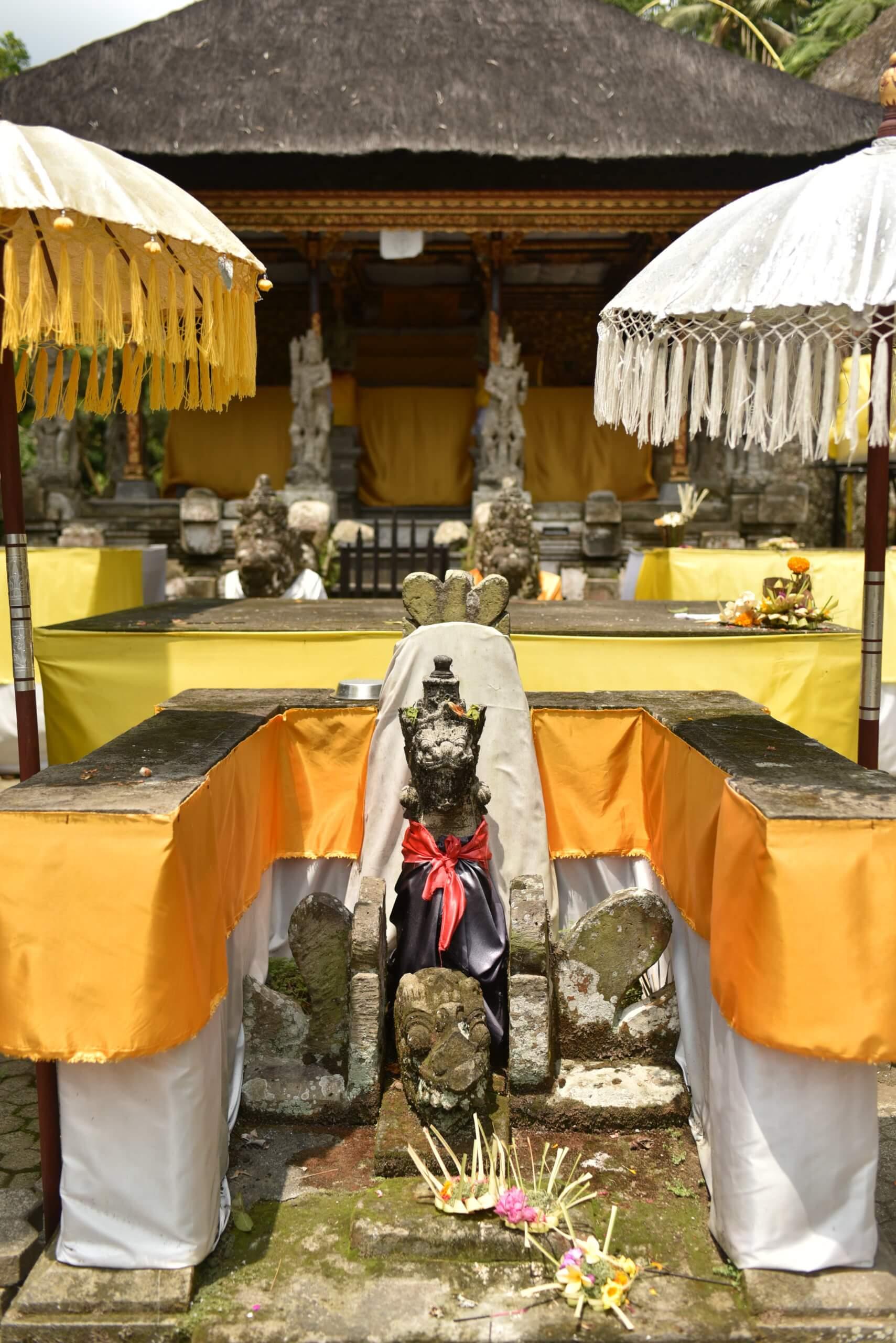 Offrandes au temple de Gunung Kawi