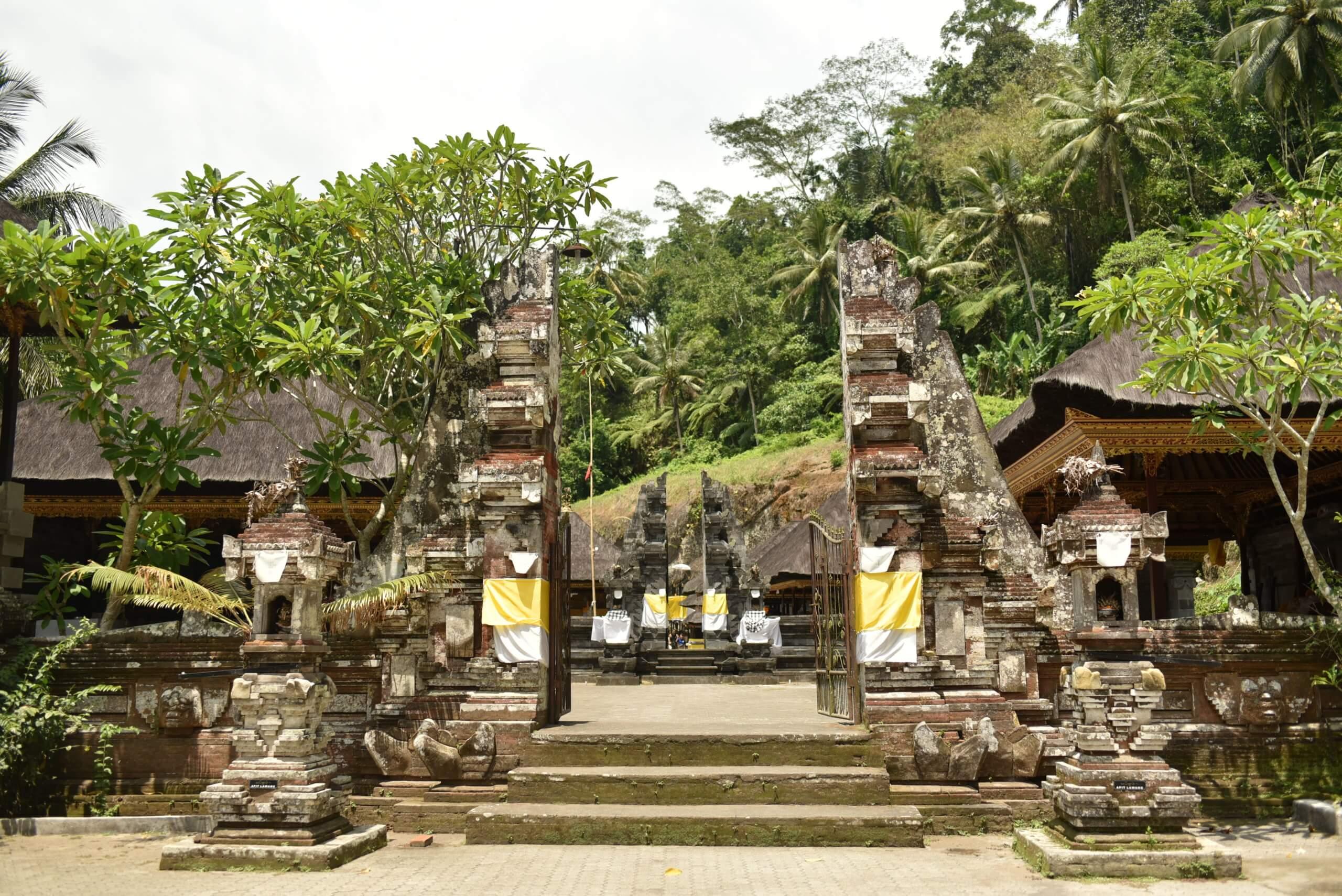 les portes du temple de gunung Kawi