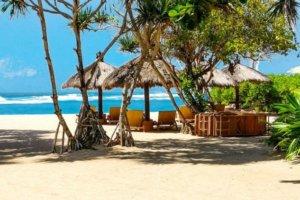 Petit restaurant de plage à Bali