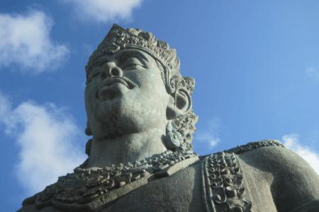 Bali Garuda Wisnu Statue