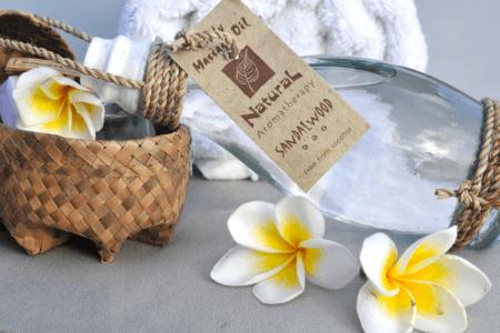 Massage traditionnelle d'Indonésie à l'huile naturelle