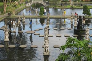 Jardin aquatique de Tirta Gangga à Bali en Indonesie
