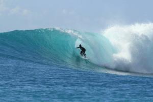 Surfeur vague de Bali Indonesie