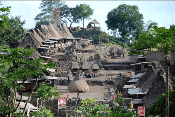 Village traditionnel de Denge à Flores