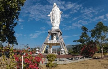 Statue de la Vierge de Maumere à Flores