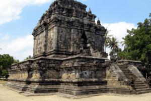 Temple Candi Mendut pres de Borobudur sur líle de Java