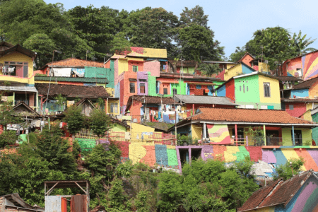 Quartier de maisons colorées à Malang sur líle de Java