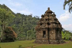 Temple de Selogriyo sur líle de Java en Indonesie
