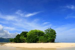 Ilot de Gili Kedis dans la baie de Lembar à Lombok