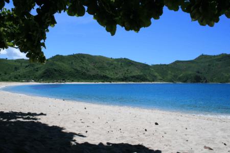 Plage de Mawun à Lombok en Indonésie