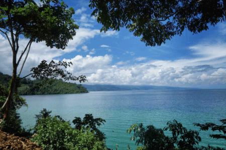 Lac de Poso au nord Sulawesi en Indonesie