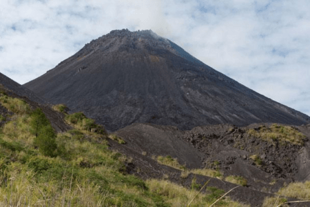Ascension Volcan Soputan nord Sulawesi en Indonesie