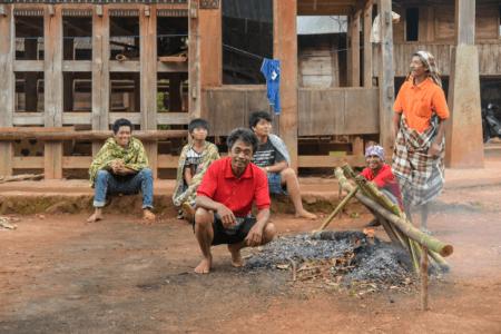 Pa'piong (Plat Traditionnelle Toraja cuisiné dans du bambou)