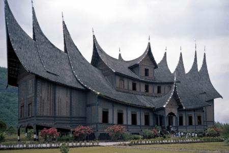 Tanjung Emas Istano Basa ville de Batusangkar ouest Sumatra