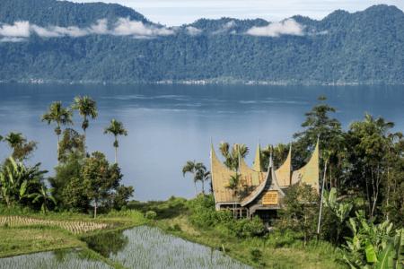 Lac de Maninjau dans la région de Bukittinggi
