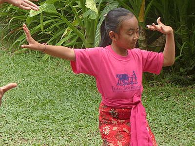 Jeune danseuse Balinaise