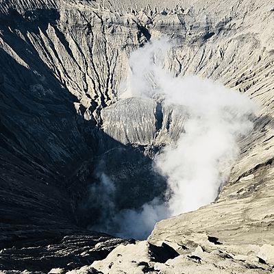 Fumerolle du Cratère du Mont Bromo à Java