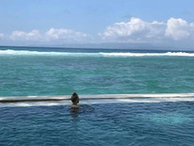 Detente en bord de mer à Senggigi sur l'ile de Lombok