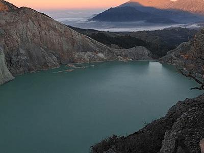 Lac de montagne en Indonésie