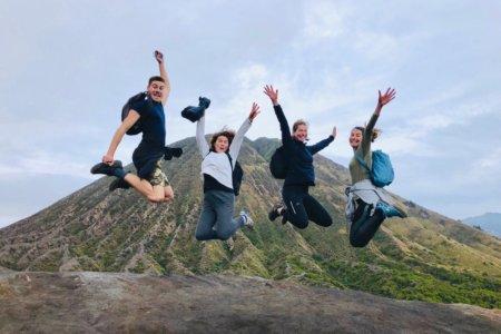 Voyageurs au sommet du Bromo