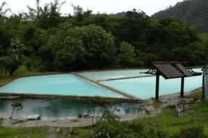 Bassin thermal source de Sidebuk Debuk north Sumatra