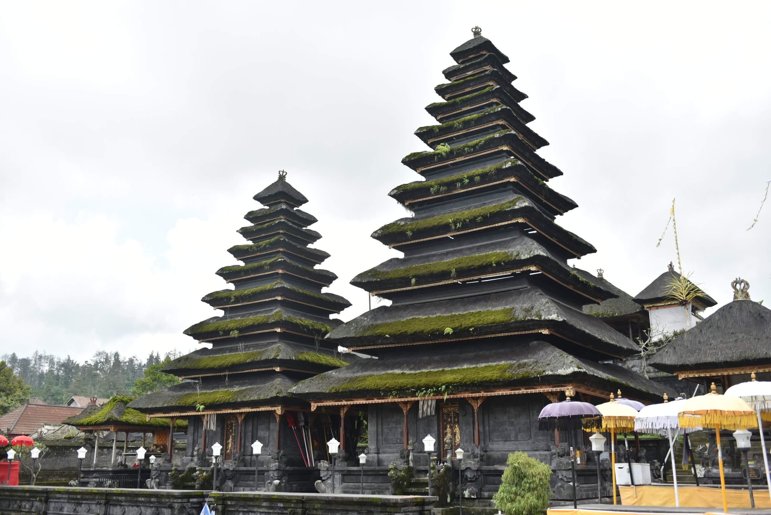 Temple de Besakih au pied du volcan Agung
