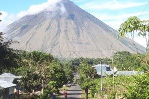L'impressionnant volcan Inierie à Bajawa Flores