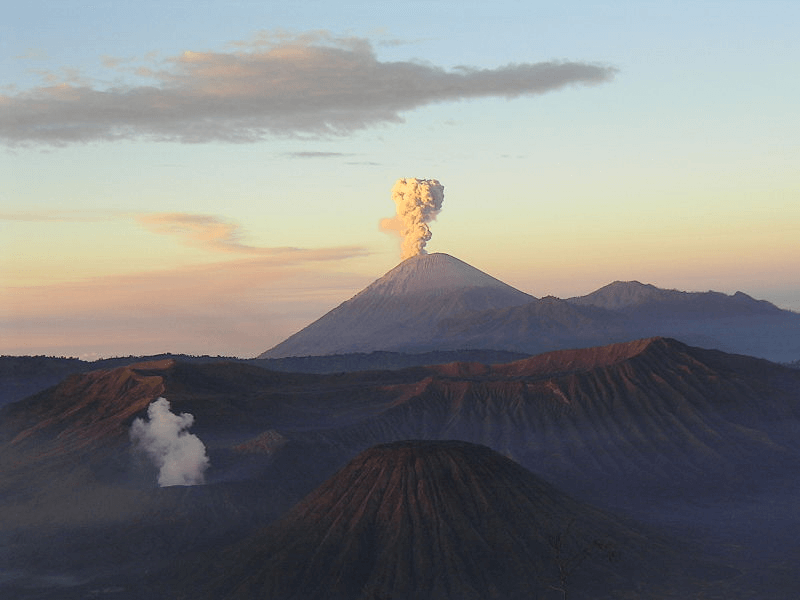 volcan semeru sur l'ile de Java