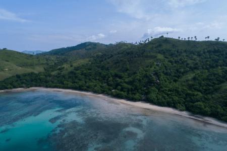 La plage de Waecicu Labuan Bajo à Flores