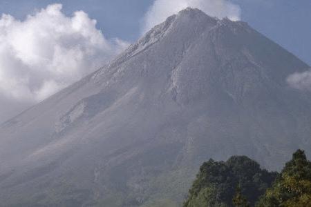 Le majestueux volcan Galunggung à Java
