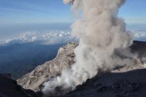 Fumerolles du volcan Malabar à Java
