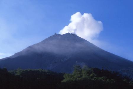 Vue sur le volcan Sundoro à Java