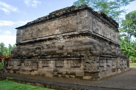 Le temple de Surawana à Java