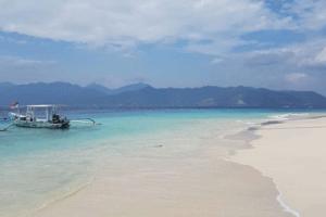 Bateau traditionnel sur la plage de Melaki à Lombok