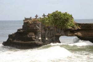 Temple de Pura Batu Blong sur son rocher à Lombok