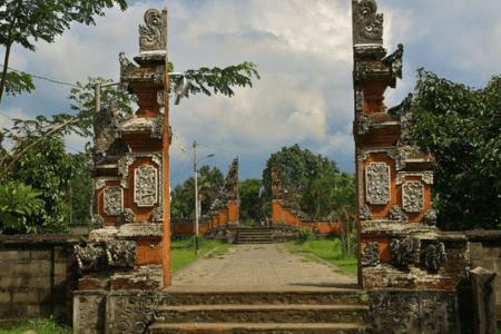 Les portes du temple de Pura Lingsar à Lombok