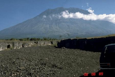 Impressionnant volcan Sarik Gaja