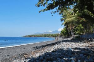 La plage de cailloux de Tulemben à Bali