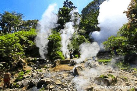 Fumerolles du volcan Komojang à Java