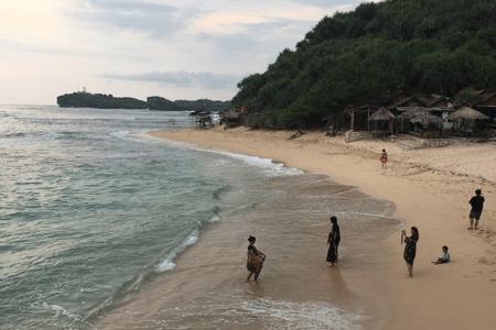 La plage de Sundak à Java