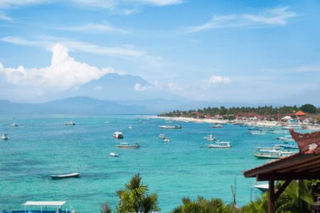 Bateau de pecheur sur la plage de Jungut Batu à Nusa Lenbongan