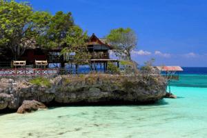 Restaurant en bord de mer à sulawesi