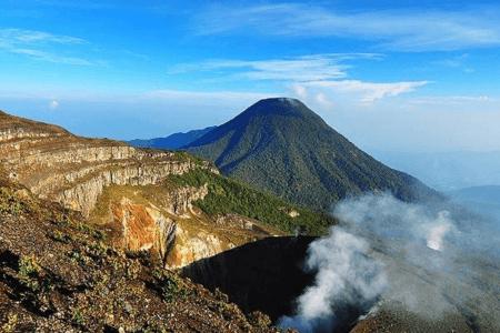 Le mont Gede volcan de Java